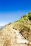 Sendero a lo largo de la montaña Imagenes de archivo