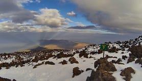Sendero ningún 7 con la sombra del EL Teide de la montaña del volcán Fotos de archivo libres de regalías
