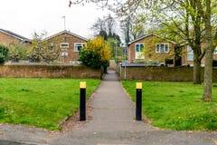 Sendero peatonal concreto en Northampton Inglaterra Reino Unido foto de archivo