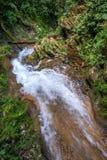Sendero Vegas stor vattenfall Vattenfall i en frodig rainforest Royaltyfria Foton