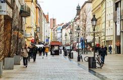 Sendlinger街道拥挤与人在慕尼黑 图库摄影