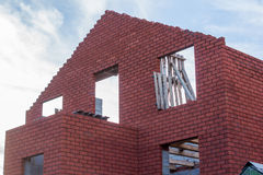 Sendo casa construída do tijolo Fotografia de Stock