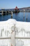 Seneca在冬天风暴`史特拉`以后的湖港口 图库摄影