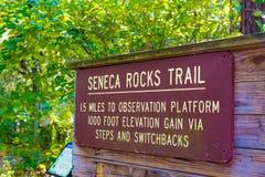 Seneca Rocks trailheadtecken Fotografering för Bildbyråer
