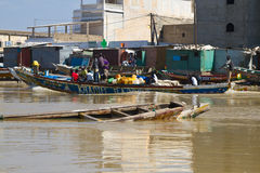 Senegal flod i Saint Louis, Afrika Arkivfoto