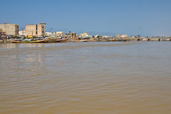 Senegal flod i Saint Louis, Afrika Arkivfoton