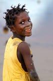 SENEGAL - SEPTEMBER 17: Liten flicka från ön av Carabane Arkivbilder