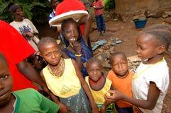 SENEGAL - SEPTEMBER 17: Ungar från den Bedic etniciteten, Bedicen Royaltyfria Bilder