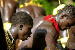 SENEGAL, WRZESIEŃ - 19: Mężczyzna, kobiety i dzieciaki w tradycyjnym s, obrazy stock