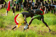 SENEGAL, WRZESIEŃ - 19: Mężczyzna w tradycyjnej walce (mocuje się obraz stock