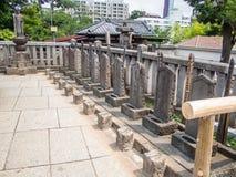 Sengakuji tempel, Tokyo, Japan, gravar av 47 Ronins Arkivbilder