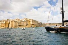 Senglea som ses från Vittoriosa, Malta Royaltyfria Bilder