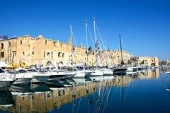Senglea strandbyggnader och marina, Malta Royaltyfri Foto