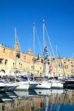 Senglea strandbyggnader och marina, Malta Arkivfoton