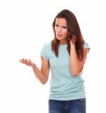 Senhora adulta que fala com o gesto irritado Fotos de Stock