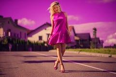 Senhora bonita e à moda Imagens de Stock Royalty Free