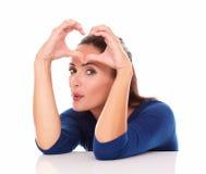 Senhora bonita que faz um sinal do amor Imagens de Stock Royalty Free