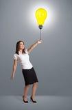 Senhora bonita que guardara um balão da ampola Fotos de Stock