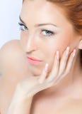 Senhora brilhante bonita do Close-up Imagens de Stock Royalty Free