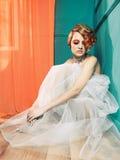 Senhora com cabelo branco-vermelho Foto de Stock Royalty Free