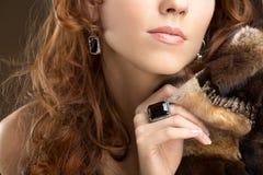 Senhora com casaco de pele Imagens de Stock Royalty Free