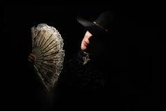 Senhora com um ventilador Fotografia de Stock