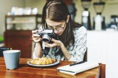 Senhora Concept da menina do turista da viagem da fotografia do viajante Fotografia de Stock