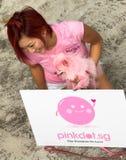 Senhora cor-de-rosa, cão e ponto. Foto de Stock Royalty Free