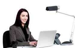 Senhora corporativa profissional no trabalho. Tiro interno foto de stock