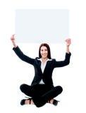Senhora corporativa que mostra a placa do anúncio fotos de stock