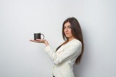 A senhora das vendas guarda um produto na palma Imagem de Stock Royalty Free