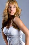 Senhora de Luxurian que olha para trás através do ombro Fotografia de Stock Royalty Free