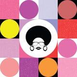 Senhora do Afro no fundo retro colorido Fotos de Stock