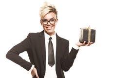 Senhora do negócio com o presente isolado Foto de Stock Royalty Free