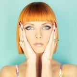 Senhora do Redhead com prumo imagem de stock royalty free