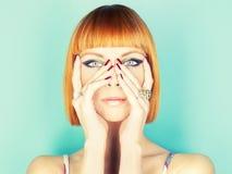 Senhora do Redhead com prumo imagem de stock