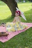 senhora dos anos 40 com guarda-chuva Fotografia de Stock
