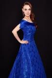 Senhora elegante bonita no vestido azul Fotos de Stock Royalty Free