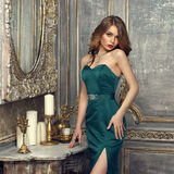 Senhora elegante no vestido de noite imagens de stock