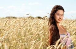 Senhora em um campo. Fotografia de Stock