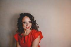 Senhora em um vestido vermelho Fotos de Stock Royalty Free