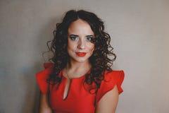 Senhora em um vestido vermelho Foto de Stock Royalty Free