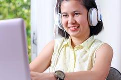 Senhora With Headset foto de stock