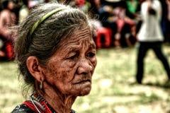 Senhora idosa com os enrugamentos durante o festival do búfalo Imagem de Stock