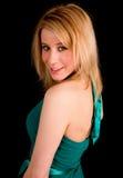 Senhora loura bonita em um vestido colorido turquesa Fotografia de Stock Royalty Free