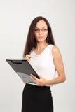 Senhora moreno do negócio com placa de clipe de papel Foto de Stock
