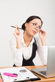 Senhora moreno do negócio com portátil Imagens de Stock