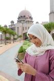 Senhora muçulmana malaio asiática bonita e doce Fotos de Stock