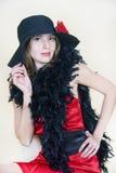 A senhora no vestido e no chapéu vermelhos Fotografia de Stock Royalty Free