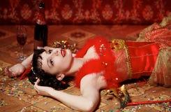 Senhora no vestido vermelho no carnaval Fotos de Stock Royalty Free